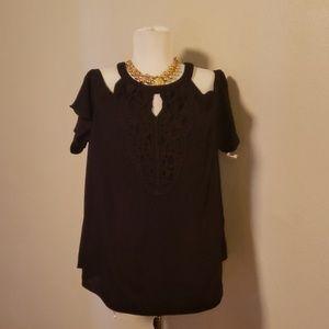 IZ Byer cold shoulder blouse. Size XL